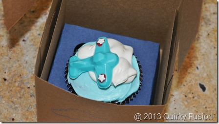 Airplane cupcake in favor box