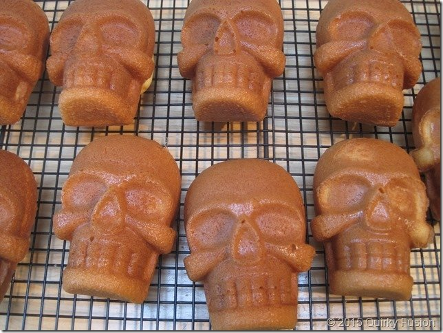 Skull cakes without frosting